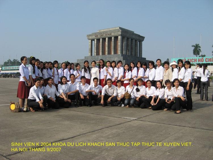 Sinh viên của khoa  Du lịch-Khách sạn trường Đại học Ngoại ngữ tham gia hành trình xuyên việt