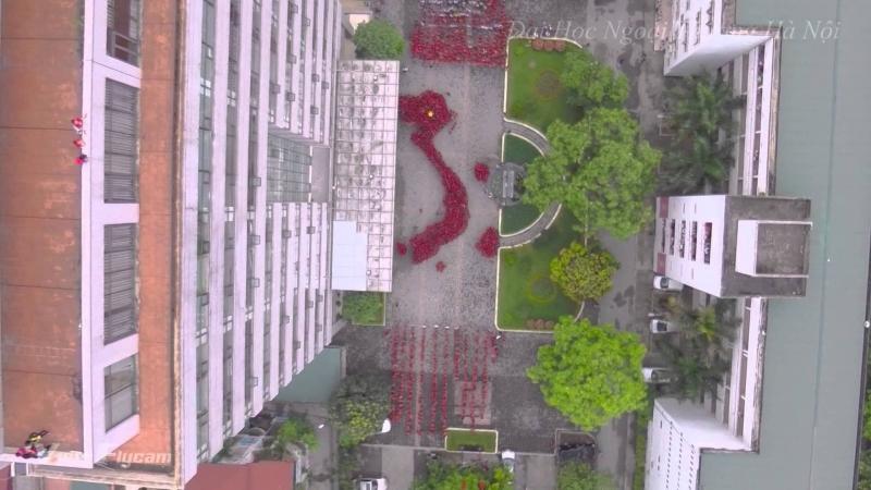 Sinh viên đại học Ngoại thương xếp hình chữ S tuyên truyền Hoàng Sa- Trường Sa của Việt Nam