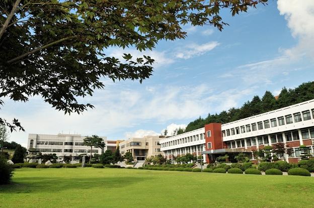 Đại học Ngoại Thương (nguồn internet)
