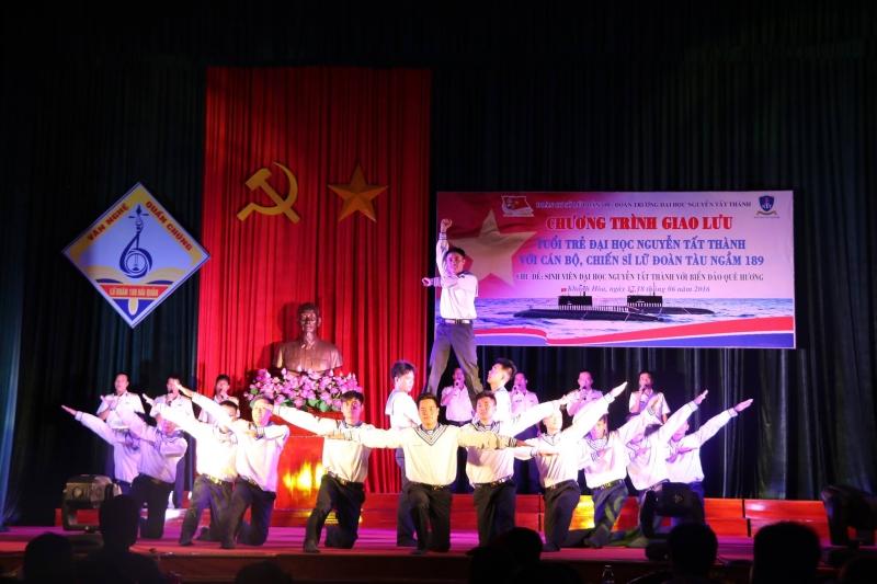Múa dân vũ trường Nguyễn Tất Thành