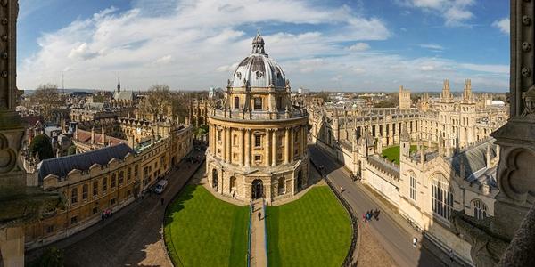 Đại học Oxford là một ngôi trường đại học cổ kính ở Anh