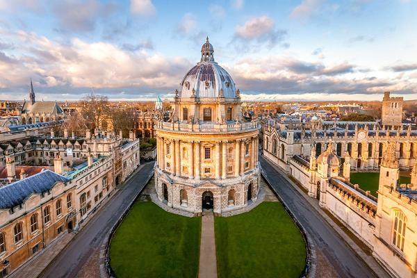 Ngôi trường đại học này tọa lạc trong trung tâm thành phố cổ Oxford