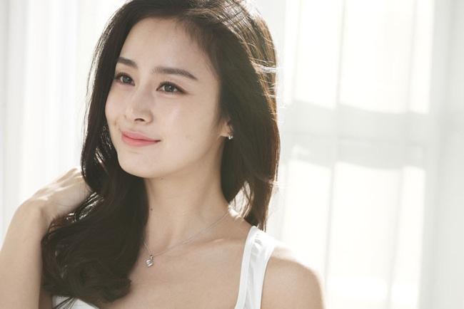 Diễn viên Kim Tae Hee nổi tiếng thông minh khi thi đậu cả hai ngành trong trường