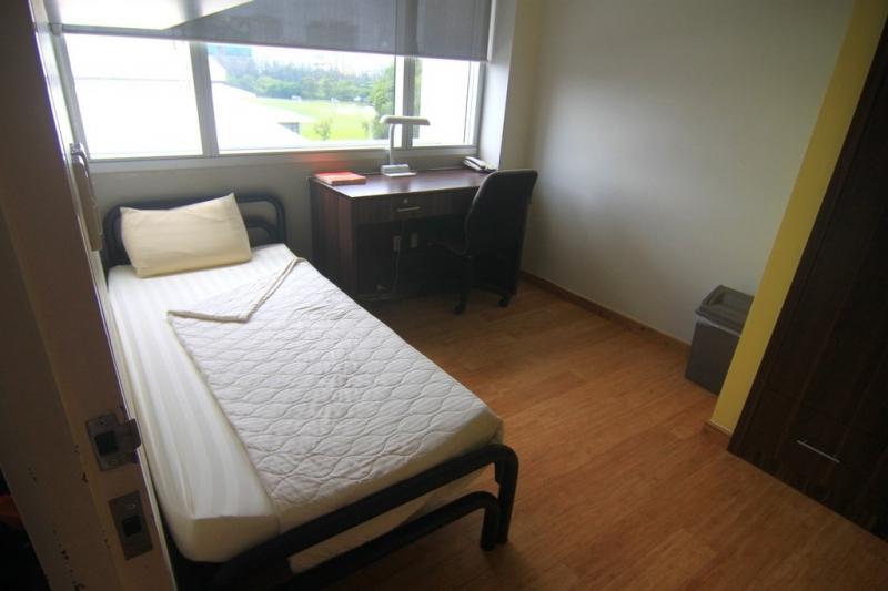 Nội thất bên trong một ngủ với đầy đủ thiết bị sinh hoạt.