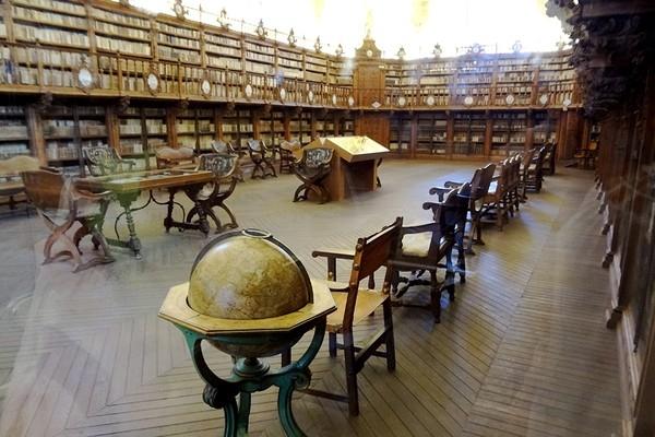 Một góc thư viện của Đại học Salamanca