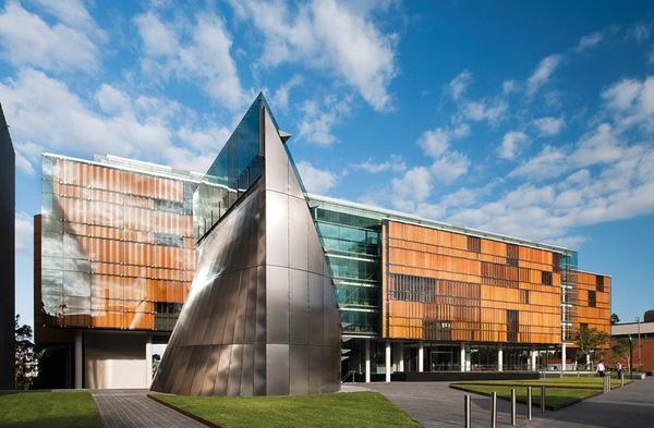 Đại học Sydney nổi bật với những tòa nhà được thiết kế theo phong cách hiện đại, rất sáng tạo và độc đáo