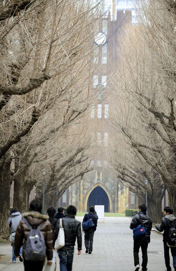 Đại học Tokyo là trường đại học lớn nhất và có lịch sử lâu đời nhất xứ sở hoa anh đào
