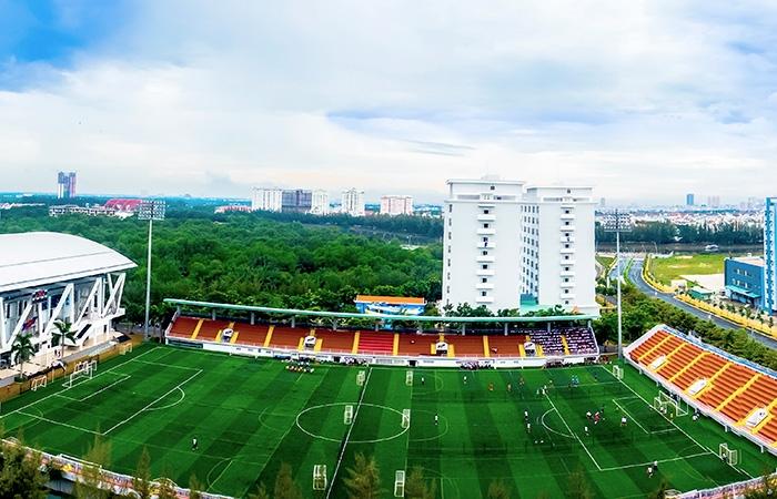 Khuôn viên sân vận động đạt chuẩn 3 sao của Đại học Tôn Đức thắng