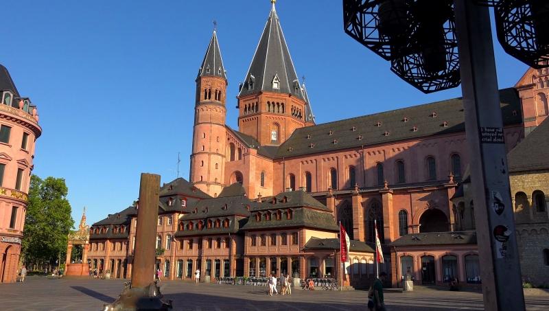 Đại học  trẻ ứng dụng Mainz mang đậm nét cổ điển .