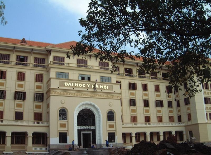Cổng trường Đại học Y Hà Nội