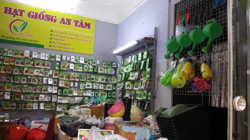 Cửa hàng hạt giống An Tâm với nhiều loại hạt giống rau.