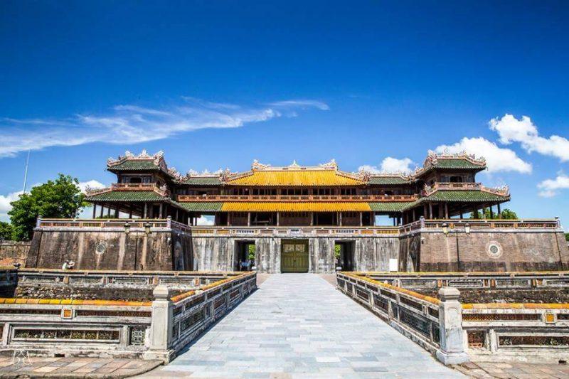 Khu vực Hoàng thành Đại Nội rất rộng, vì vậy, để tham quan hết các khu vực bạn cần đến nửa ngày hoặc một ngày để khám phá các công trình các cung điện, hoàng cung Đại Nội.