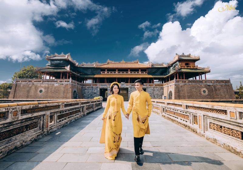 Một nơi cổ kính, huyền bí như Huế lại có thể trở thành phông nền tuyệt đẹp trong những album cưới của những cặp đôi