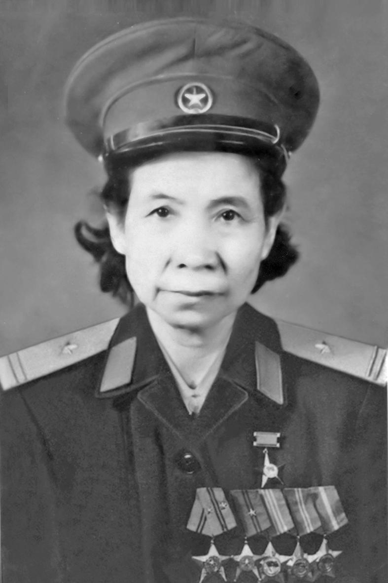 Đại tá Định Thị Vân.