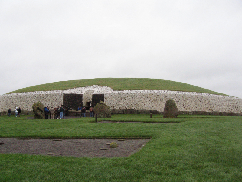 Đài tưởng niệm Newgrange tọa lạc tại thung lũng Boyne của Ireland, được UNESCO công nhận năm 1993