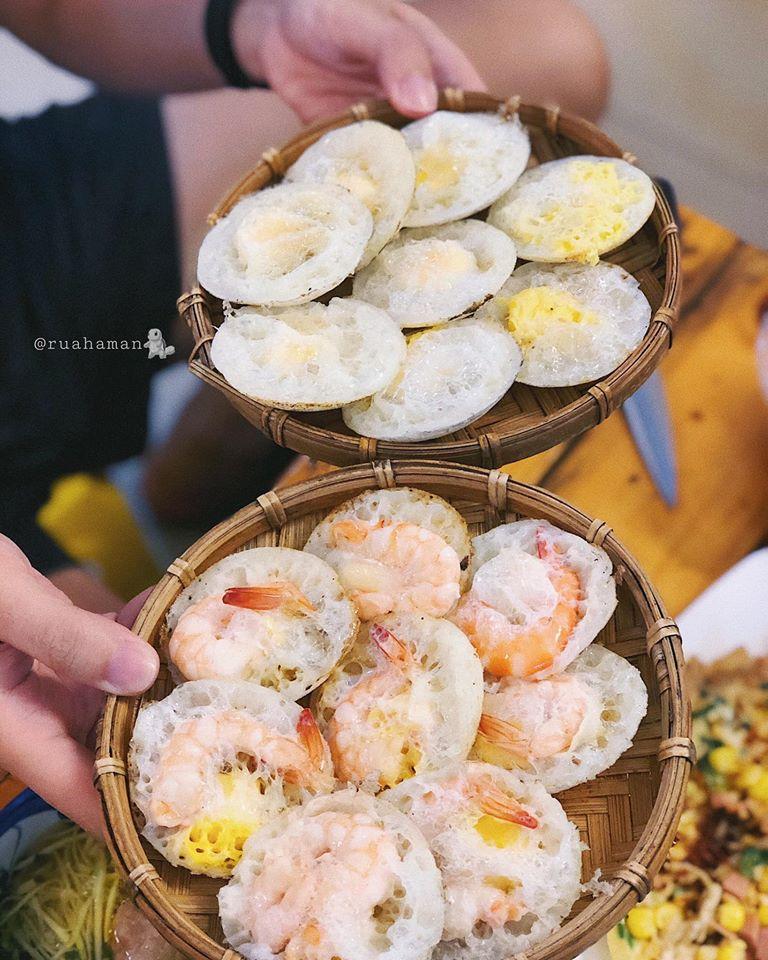 Quán Dalat Foods nằm trên một con hẻm đường Bạch Đằng, rất dễ tìm.