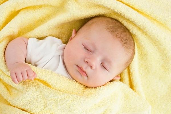 Một giấc ngủ sâu giúp trẻ khỏe khoắn hơn.