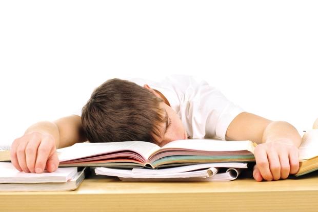 Thức quá khuya để học bài, ảnh hưởng sức khỏe là một sự lựa chọn sai lầm