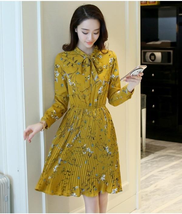 Những chiếc váy hoa luôn là một trong những xu hướng không bao giờ lỗi mốt.