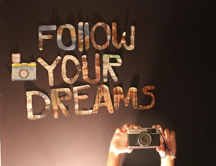 Theo đuổi đam mê của mình thành công sẽ theo đuổi bạn!
