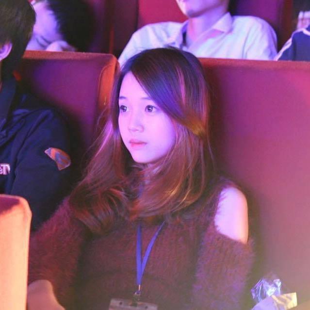 Nữ streamer Đàm Ngọc Linh, gần đây cô tham gia stream game Đột Kích