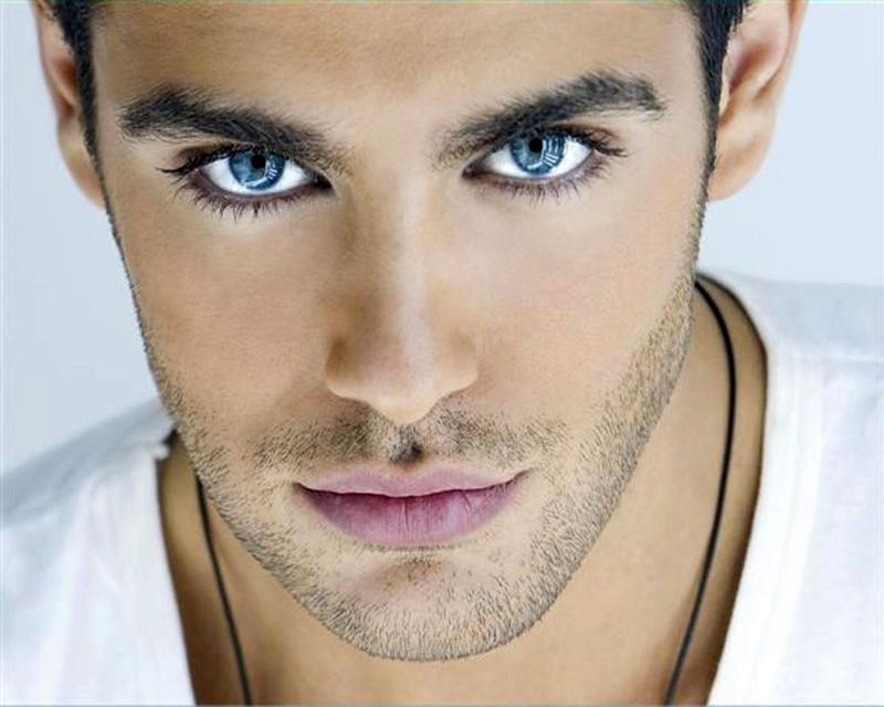 Ánh mắt chính trực, nhìn thẳng khi nói năng là người có tâm trong sáng
