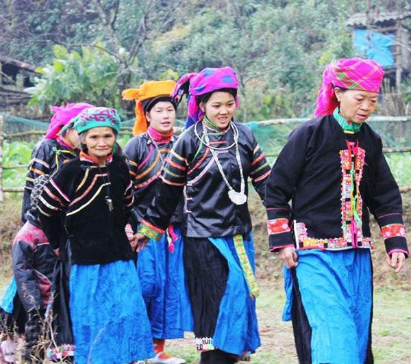 Trang phục của người Pu Péo,