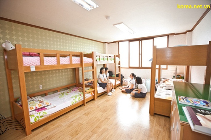 Phòng trọ của 4 học sinh