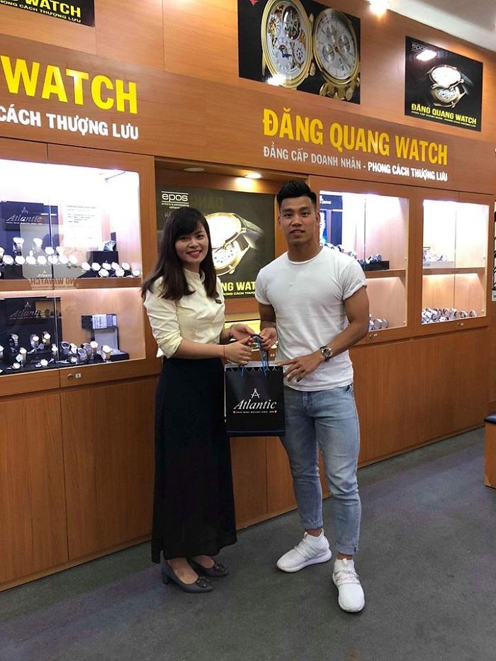 Đăng Quang Watch có đội ngũ nhân viên trẻ nhưng am hiểu sâu sắc về nghiệp vụ, chuyên môn cao, đủ khả năng để có thể đáp ứng mọi yêu cầu dù khắt khe nhất của khách hàng.