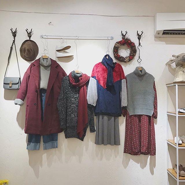 Quần áo đa phần từ Quảng Châu, Hà Quốc, được các chủ shop phối lại rất đẹp mắt
