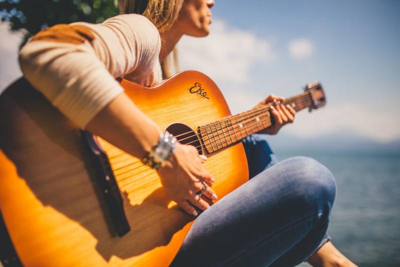 Chơi một nhạc cụ giúp mắt và não của chúng ta được nghỉ ngơi cần thiết mà không cần sử dụng các thiết bị công nghệ