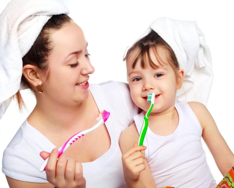 Nên cho trẻ đánh răng 2 lần mỗi ngày