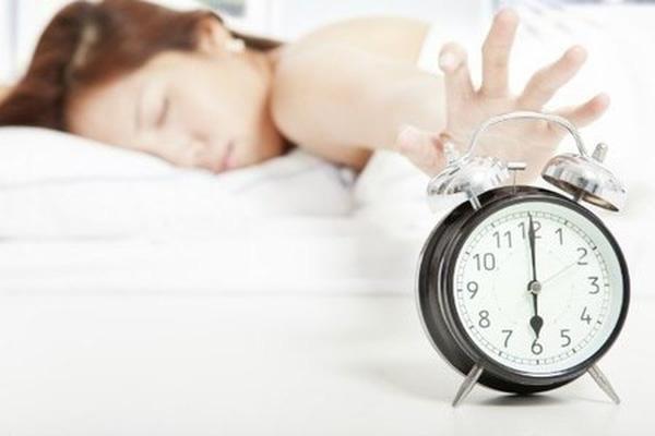 Đánh răng ngay khi mới ngủ dậy khiến răng khó được làm sạch
