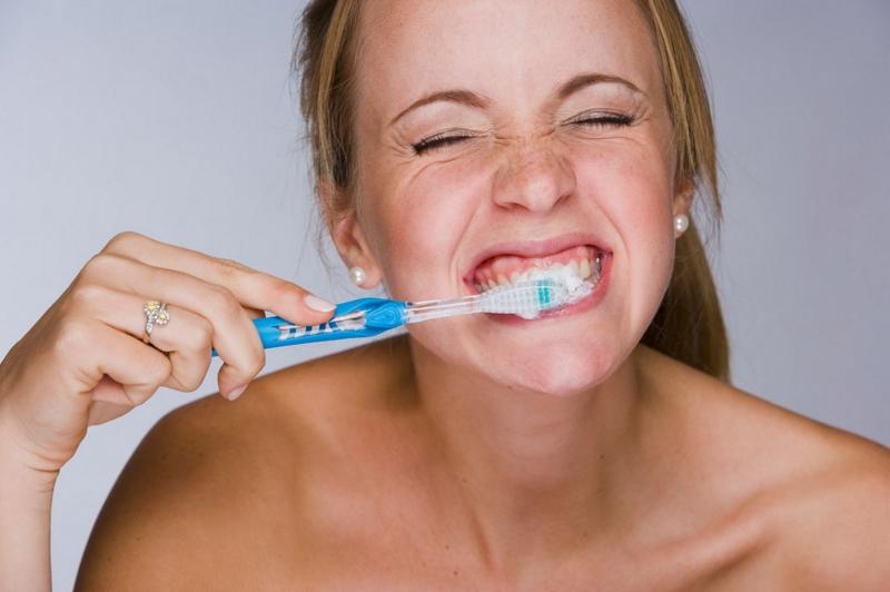 Đánh răng quá nhanh hoặc chậm cũng không hề tốt cho răng