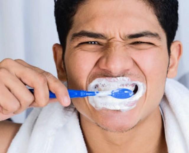Đánh răng quá nhiều lần làm men răng bị mòn