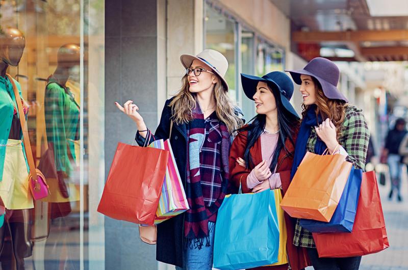 Đừng quên dành thời gian chăm sóc bản thân hay shopping cùng hội bạn để xả stress