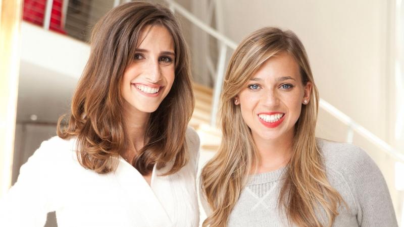 Danielle Weisberg và Carly Zakin