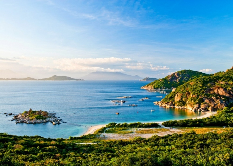 Hòn đảo thơ mộng dưới nắng vàng
