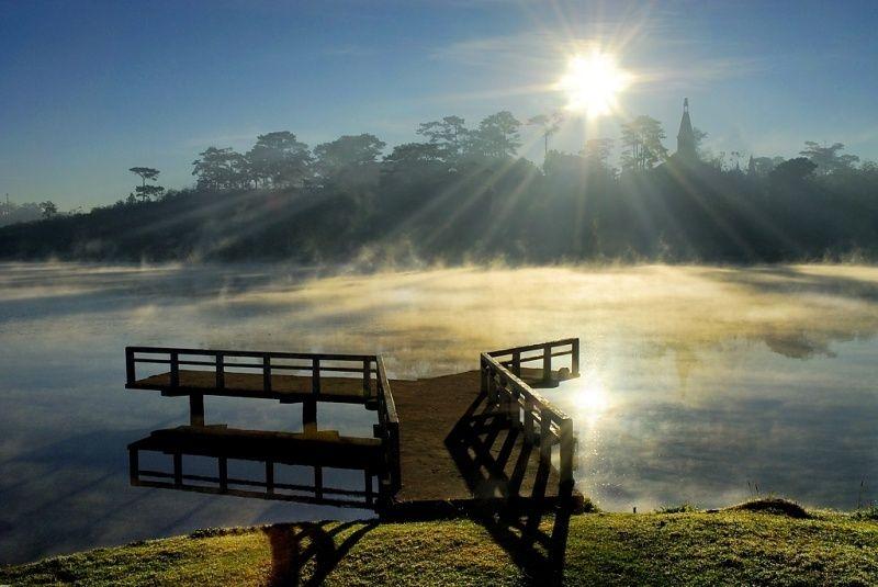 Hồ Xuân Hương trong ánh nắng mai