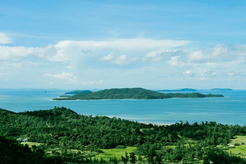 Nhìn từ xa Đảo Cô Tô
