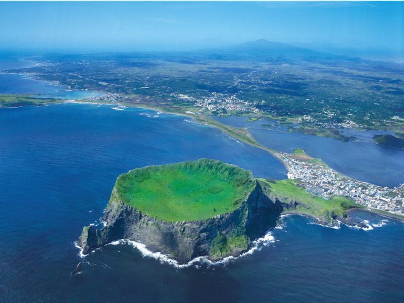 Đảo Jeju có khí hậu vô cùng trong lành, thích hợp cho những chuyến du lịch hoặc dã ngoại dài ngày.
