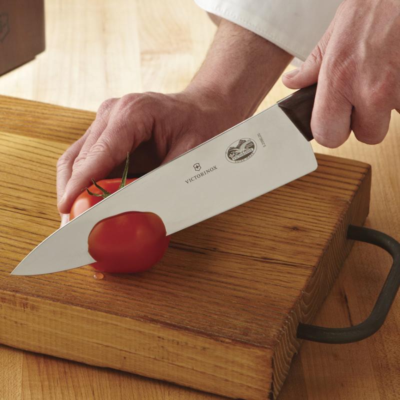 Victorinox, từ mũi dao, lưỡi dao, cán dao đều được thiết kế tỉ mỉ trong từng chi tiết để phục vụ tốt nhất theo công năng của người sử dụng.