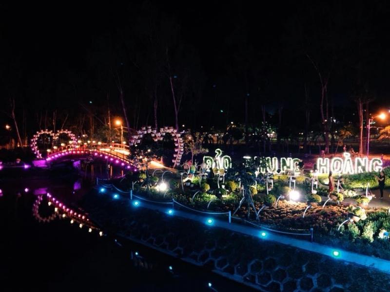 Đảo Phụng Hoàng lung linh về đêm