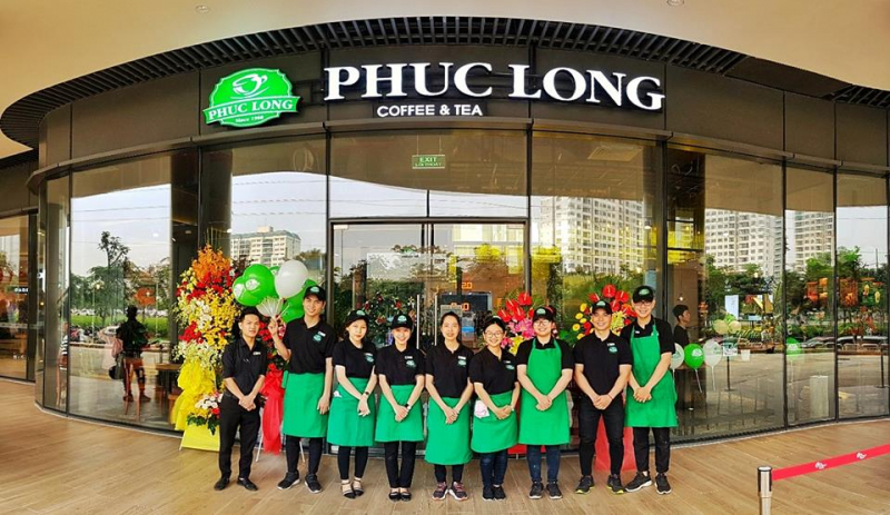 Phúc Long coffeevàamp;tea là quán được đánh giá cao về thái độ phục vụ của nhân viên