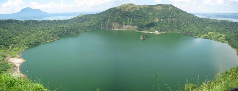 Đảo Vulcan Point nằm trong hồ Taal, hồ Taal lại nằm trong đảo trên Thái Bình Dương