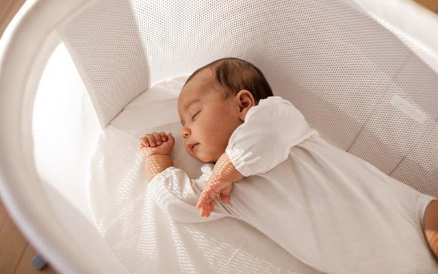 Khi ngủ trẻ có nhiều tư thế khác nhau. (Nguồn internet)