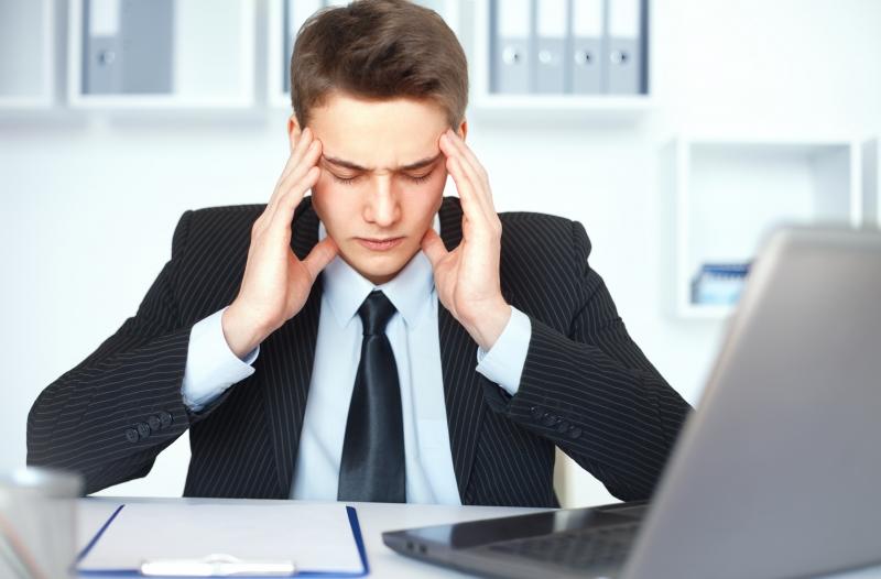 Làm việc với máy tính kéo dài khiến bạn đau đầu