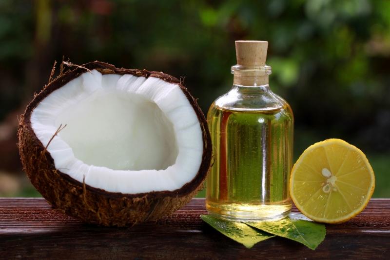 Ưu điểm lớn nhất của dầu dừa có thể kể đến là có mùi thơm nhẹ an toàn với mọi mẹ bầu