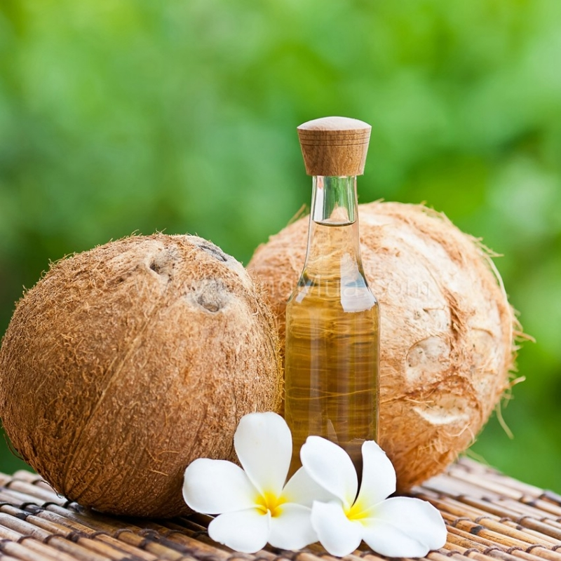 Dầu dừa giúp mái tóc không bị gàu, chẻ ngọn và gãy rụng