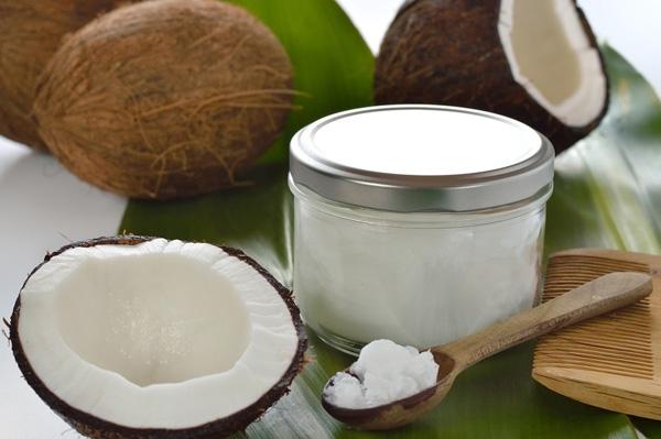 Dầu dừa khiến đôi tay chai sần của bạn sẽ trở nên mềm mại hơn